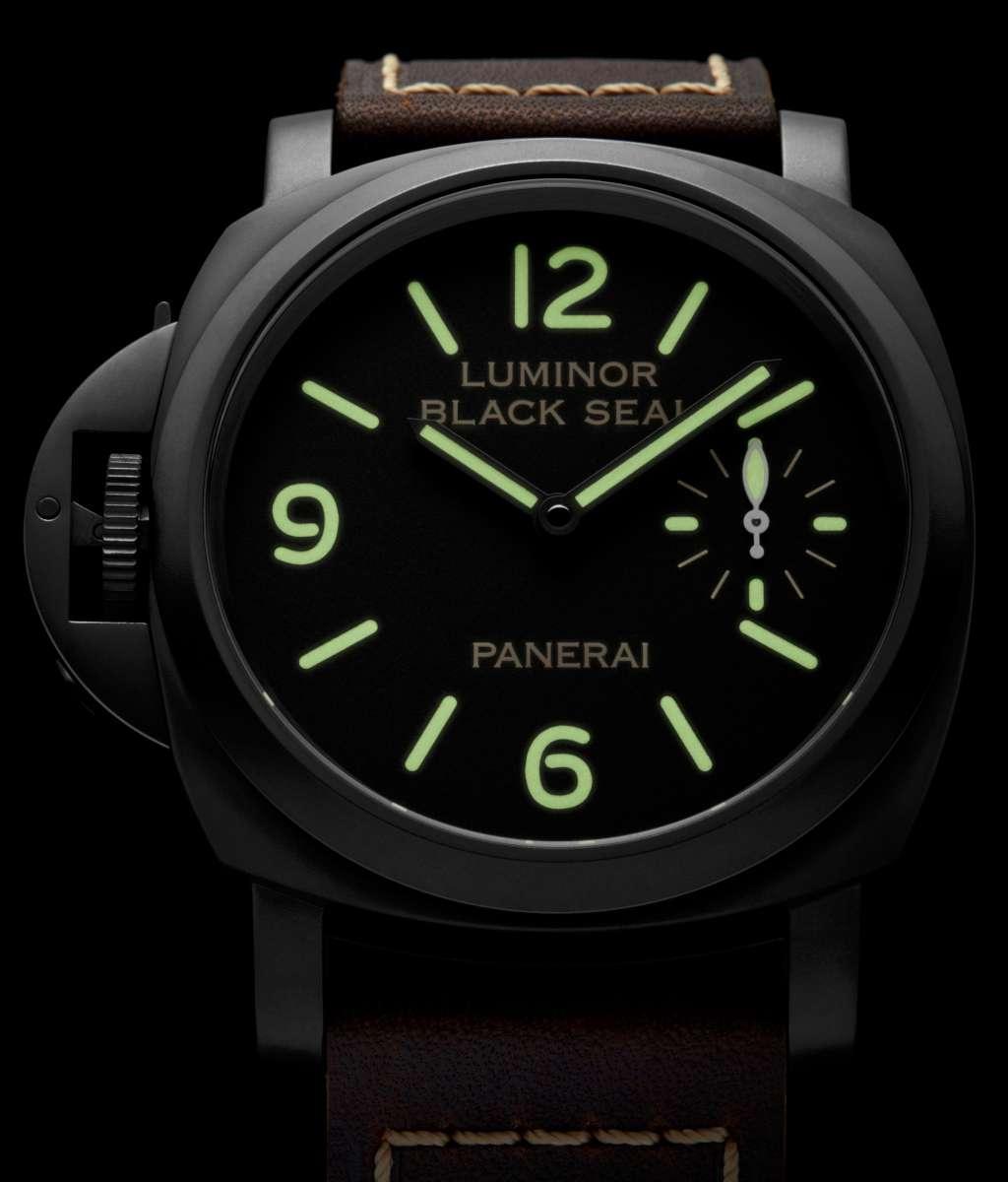 Superluminova是相當知名的夜光塗料,被大量運用在潛水錶的指針及時標上,提供腕錶在低光源的環境下依舊能夠保有良好的辨識度。