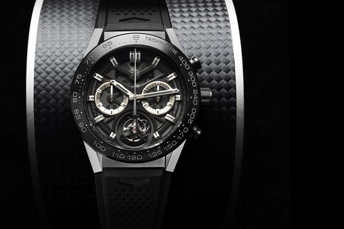 要一款瑞士製的陀飛輪腕錶,通常幾百萬是必要的,不過去年豪雅推出了打破市場行情的Carrera Heuer 02T,定價僅約52萬元,陀飛輪功能又更貼近消費者一些了。