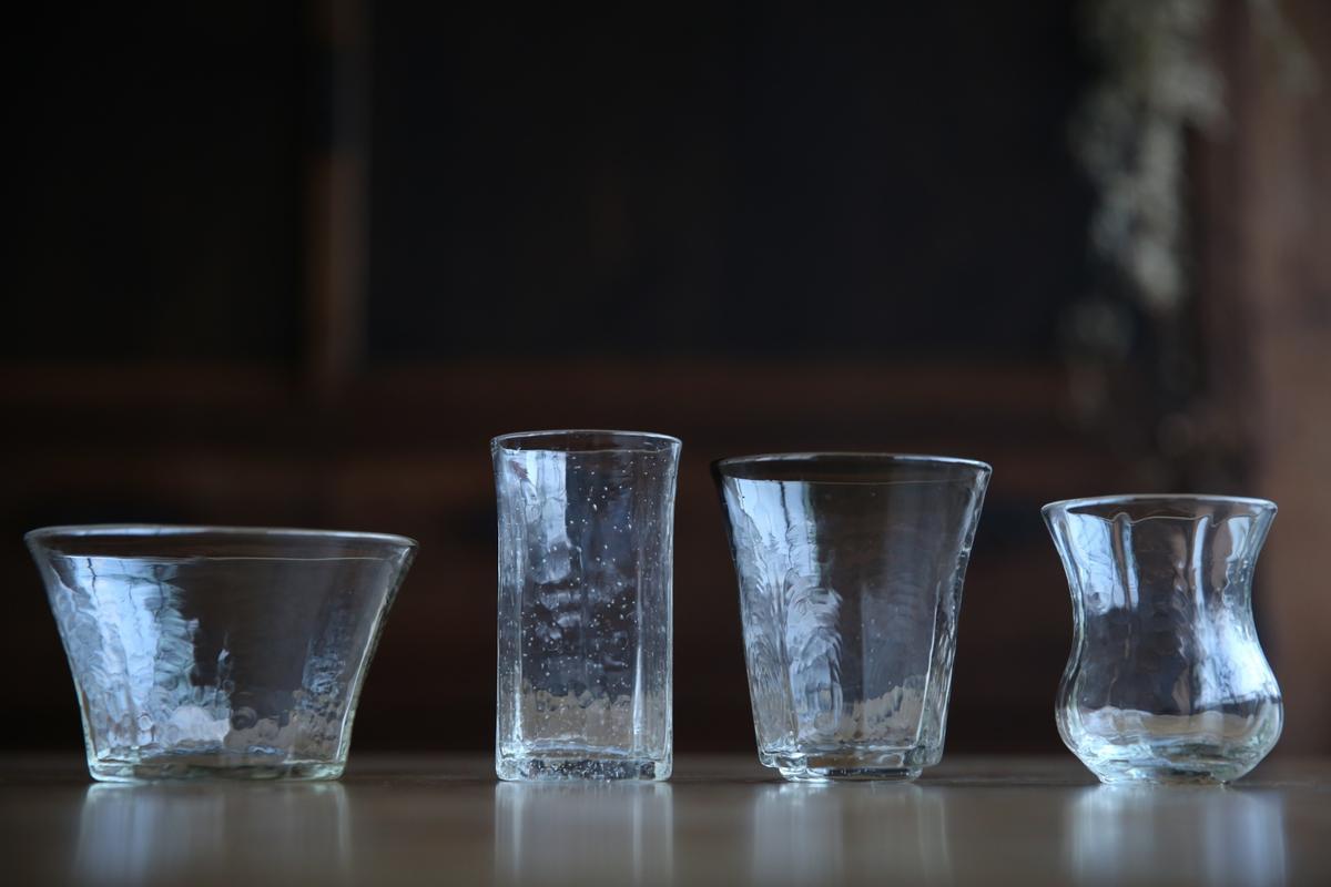 安土草多玻璃器皿,不走晶瑩剔透路線,特殊波紋展現手感溫度。