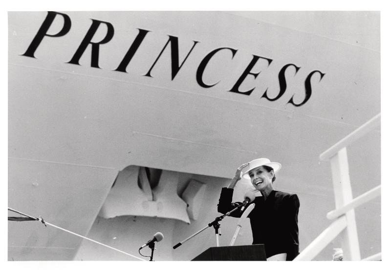 巨星奧黛麗.赫本曾在1989年為公主遊輪旗下的星辰公主號擔任教母,啟發英式下午茶、波爾多葡萄酒等「公主禮遇」服務內容。(圖片提供:公主遊輪)