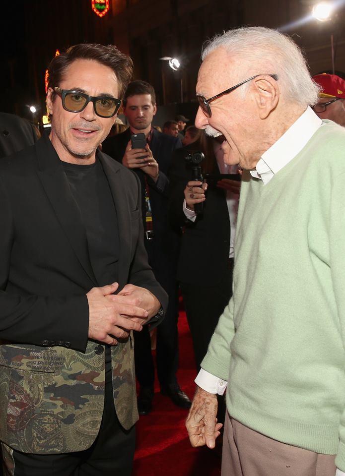 小勞勃道尼與史坦李參加《奇異博士》洛杉磯的世界首映。(翻攝漫威影業facebook)