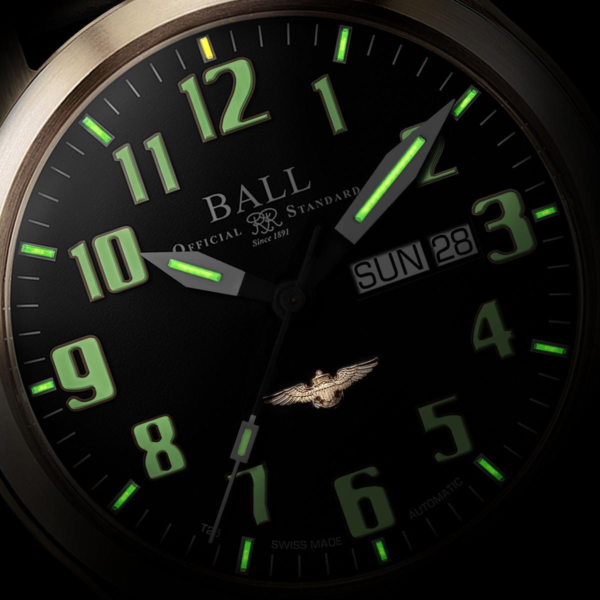 新的青銅錶同樣擁有BALL招牌的自體發光氣燈,而阿拉伯數字時標則用夜光塗層來呈現。