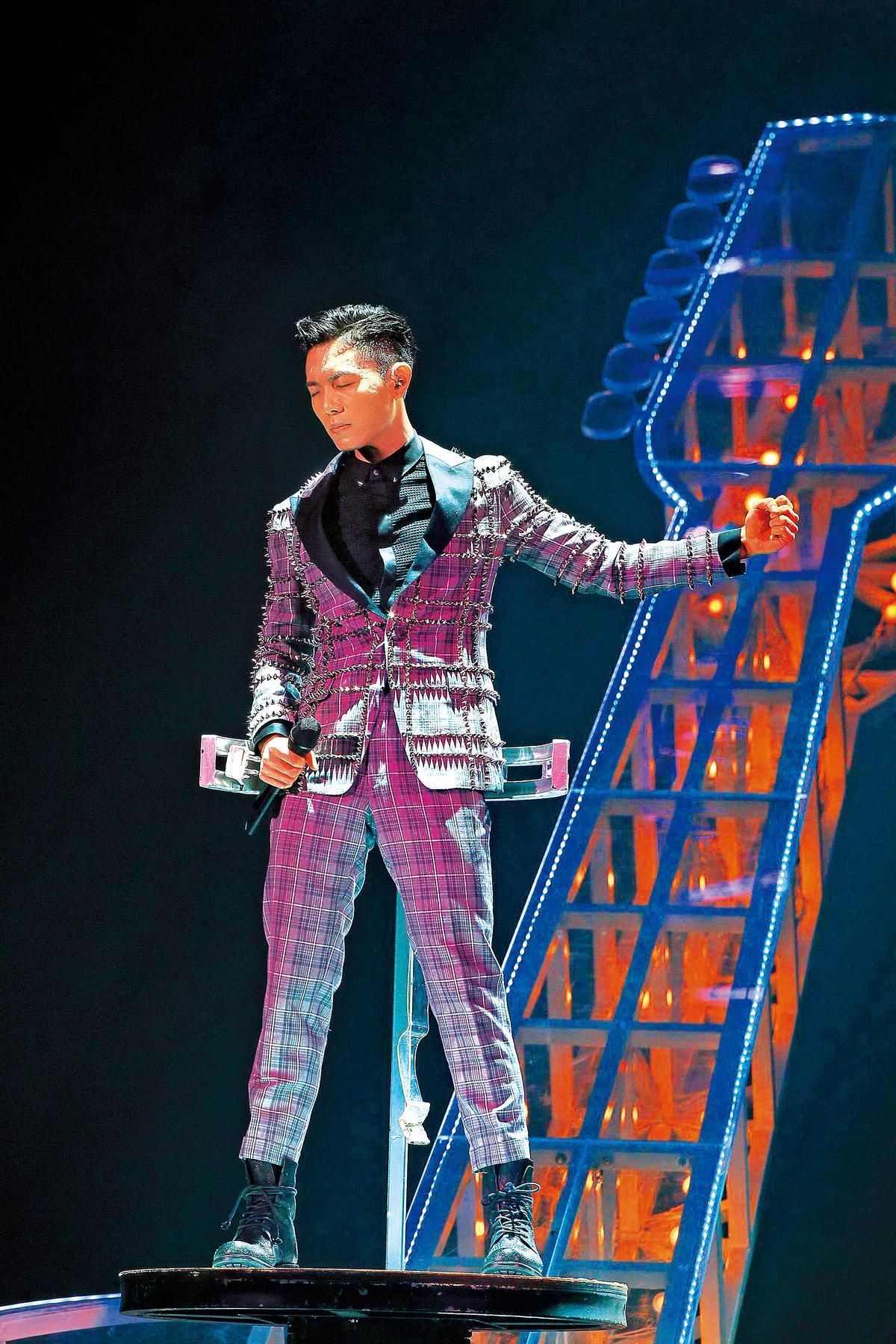 韋禮安在演唱會上演唱多首自創歌曲,但權利金也被拖欠。(東方IC)