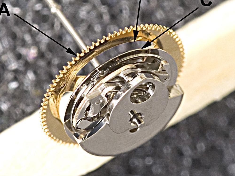 垂直離合機制的關鍵機制,請注意它的緊緻程度。
