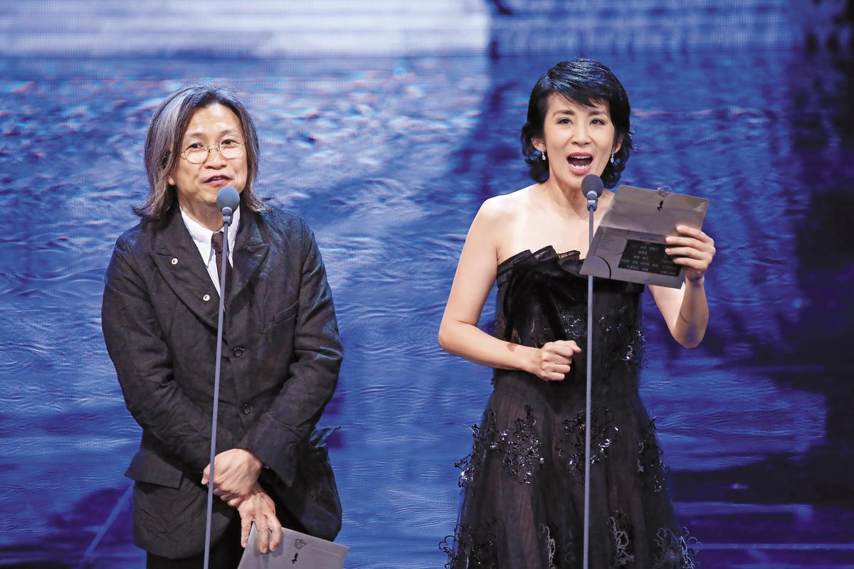 金馬頒獎人導演陳可辛(左)是《七月與安生》監製,與老婆吳君如頒獎時笑說該片在台灣恐怕只有評審看過。