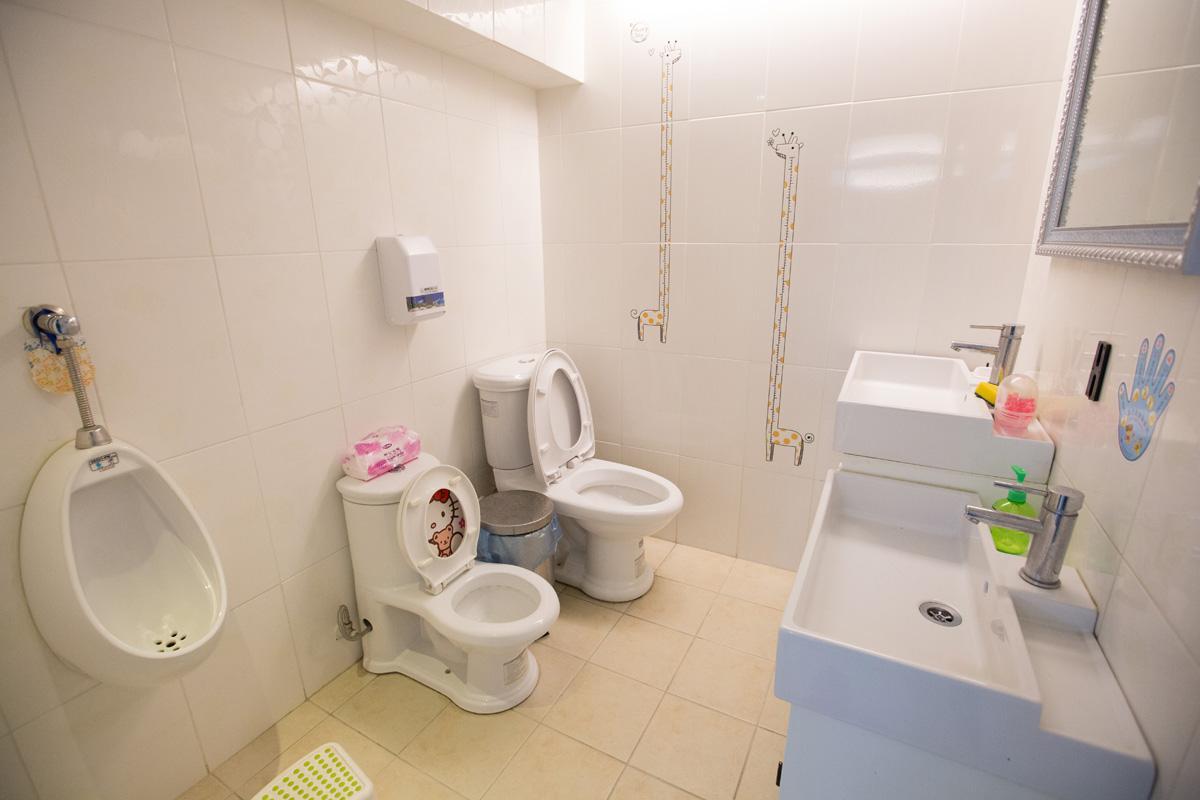 南和店廁所還設置了幼兒專用馬桶,非常貼心