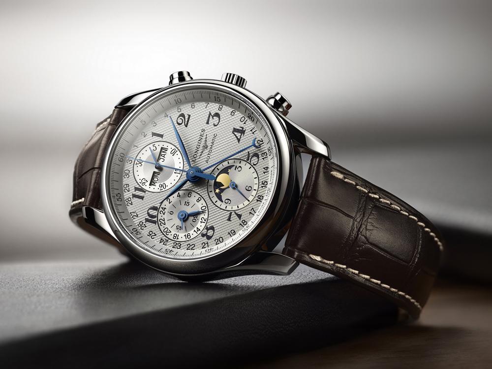 巨擘系列全日曆月相計時碼錶/自動上鍊機芯/不鏽鋼材質/錶徑40mm/時間顯示/24小時、日期、星期、月份、月相顯示/計時碼錶功能/藍寶石水晶錶鏡/防水30米/建議售價:NT$111,000