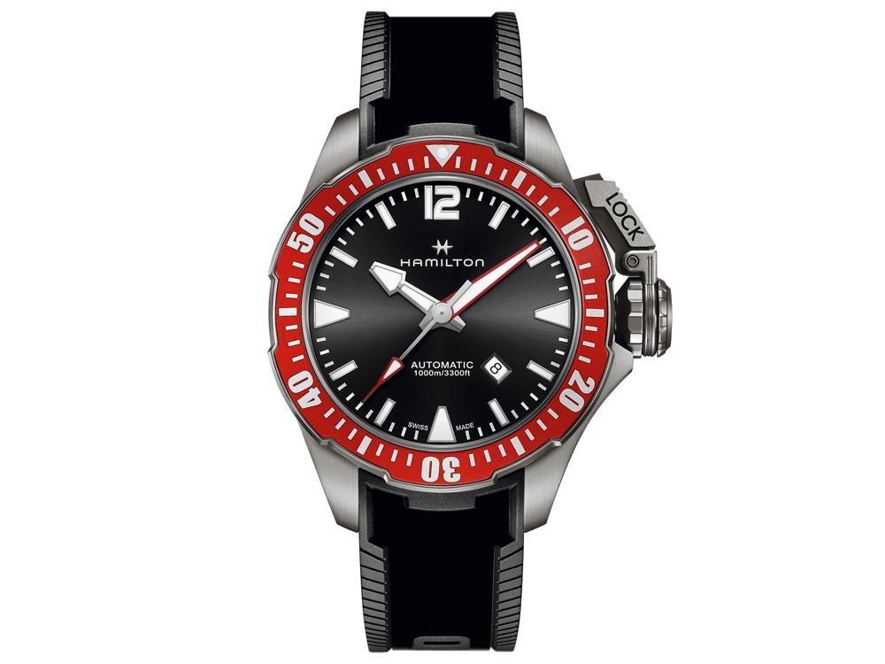 「植絨」的橡膠錶帶確實讓人感到驚艷!但也讓人擔心真的在水下使用或是夏季配戴時是否會有容易沾染髒污的問題,而這個就需要靠時間來驗證了。