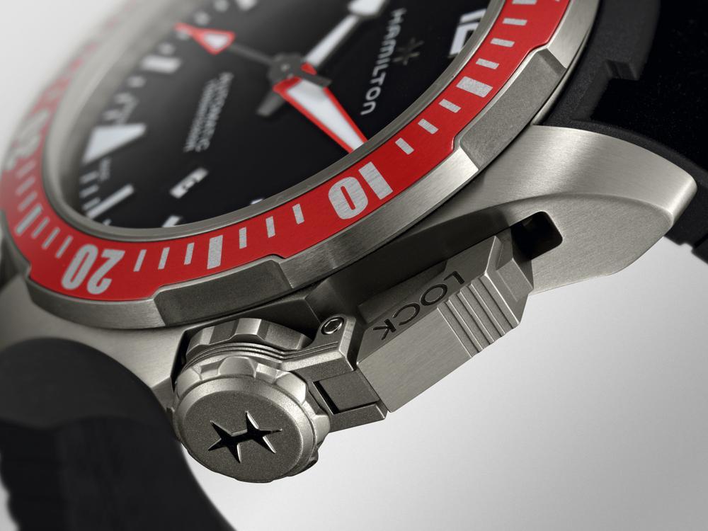 那個看起來很酷的錶冠保護裝置其實比較偏向於「視覺」上的強化,但以說故事談歷史的角度來看的話,這樣的設計其實也沒有什麼不好。