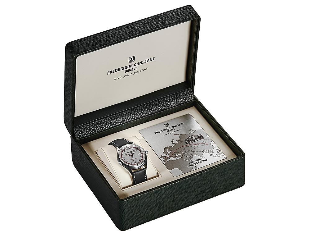 此款腕錶所附的精緻錶盒。