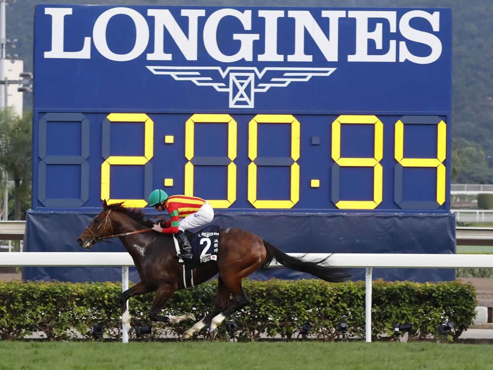 浪琴表自2012起即擔任香港賽馬會的官方指定計時器供應商,除了提供精準的計時系統之外,亦鞏固了香港賽馬活動的絕對公正之形象,堪稱為雙贏的合作模式。