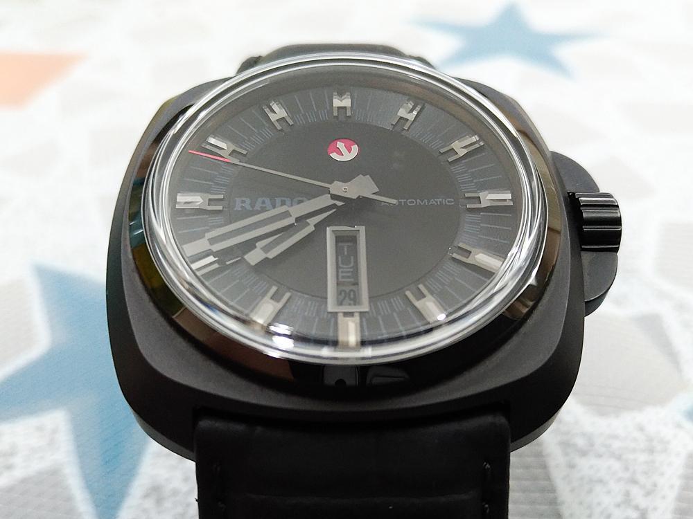此次被宅編拿來試戴的RADO Hyper Chrome皓星系列1616自動腕錶亦採「全黑」設計,而且還是2016年的最新系列。