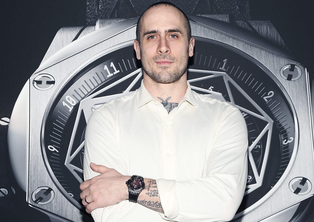 Sang Bleu工作室的創辦人Maxime Büchi是一名知名刺青師,他的刺青作品喜歡運用幾何線條打造獨特圖形,深受許多好萊塢名人喜愛。