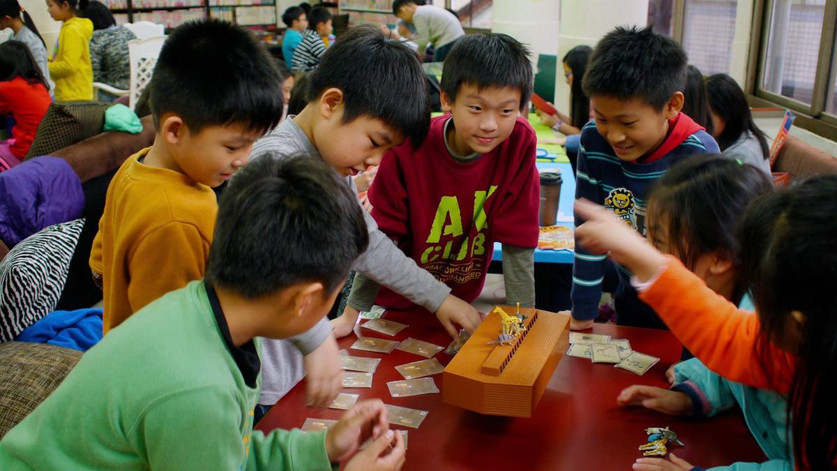 邱文杰鼓勵家長多讓孩子接觸桌遊,讓孩子在玩樂中學習成長(勃根地提供)