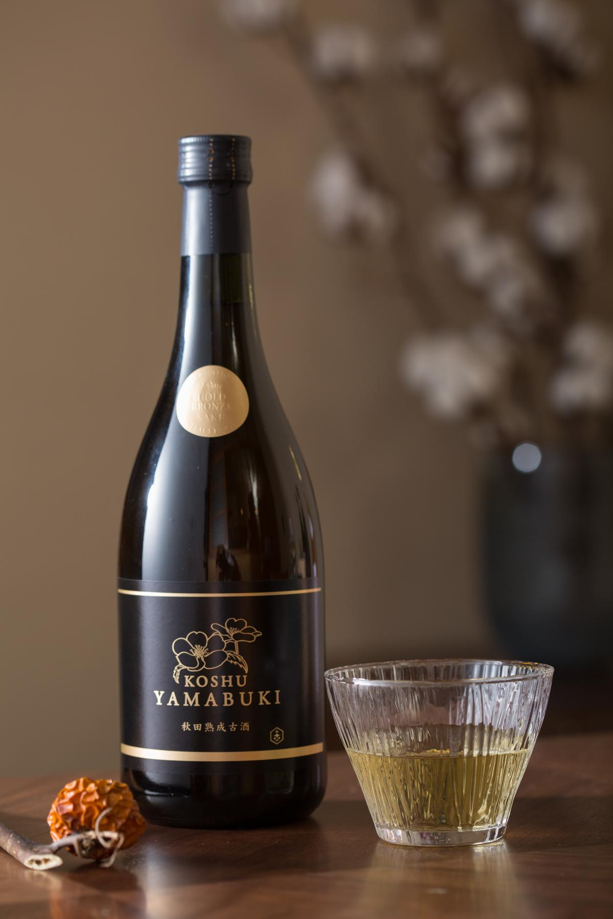 外表看起來像葡萄酒的「山吹」熟成古酒,基酒則是以10年為起跳,一直到20年的古酒都有。香味雅緻,有如陳年的紹興。(1,680元╱支,不單杯販售)
