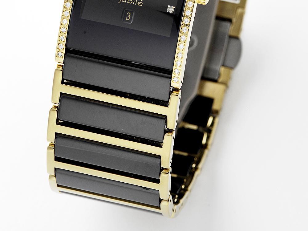 陶瓷材質的物件尺寸越大,其可靠度與強度都會逐漸下降,所以早期的陶瓷腕錶都以薄形的石英錶與小型的女用錶款為主。