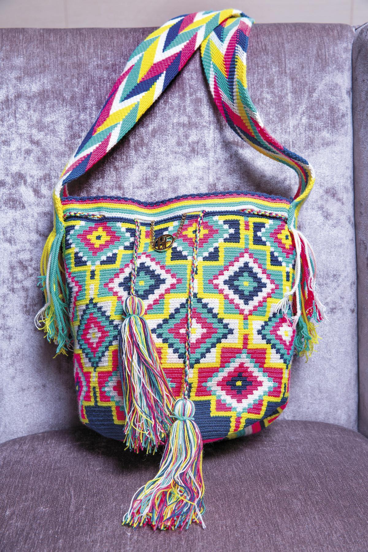 BEING FRONT手工編織包,是朋友送的,但覺得很難駕馭,到目前都還未曾使用過。