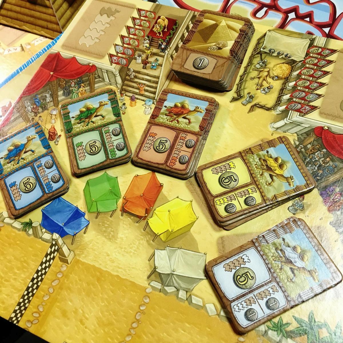 圖A:遊戲準備就緒,上方那一疊為「金字塔板塊」。