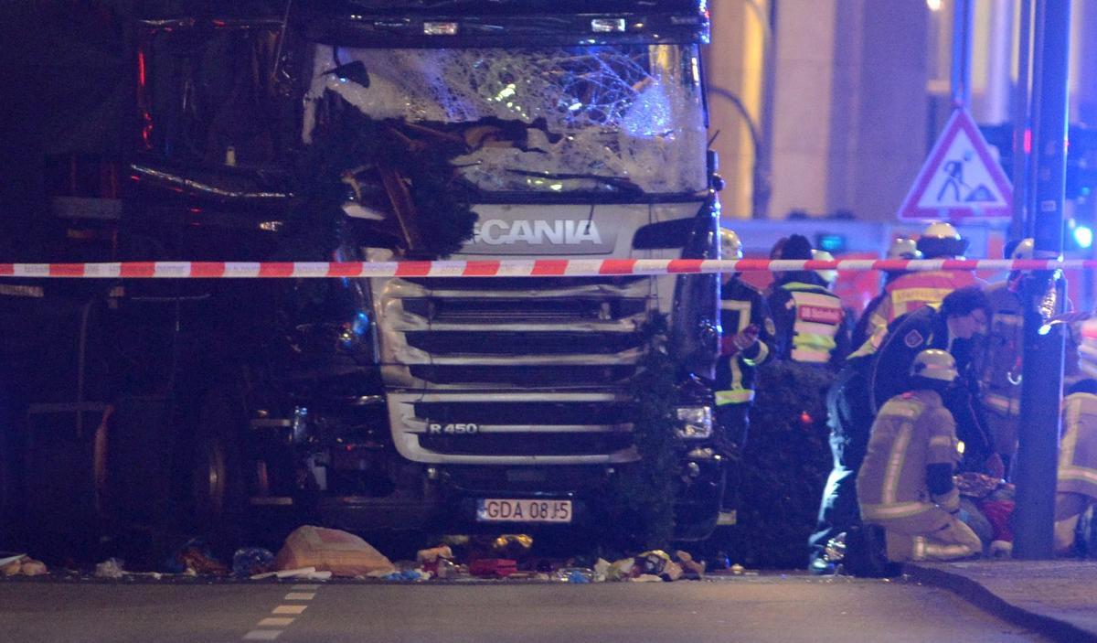 柏林耶誕前夕的恐攻案,讓德國極右派另類選擇黨大作文章,抨擊梅克爾總理的開放邊境政策。梅克爾的支持度已受到選民懲罰。(東方IC)