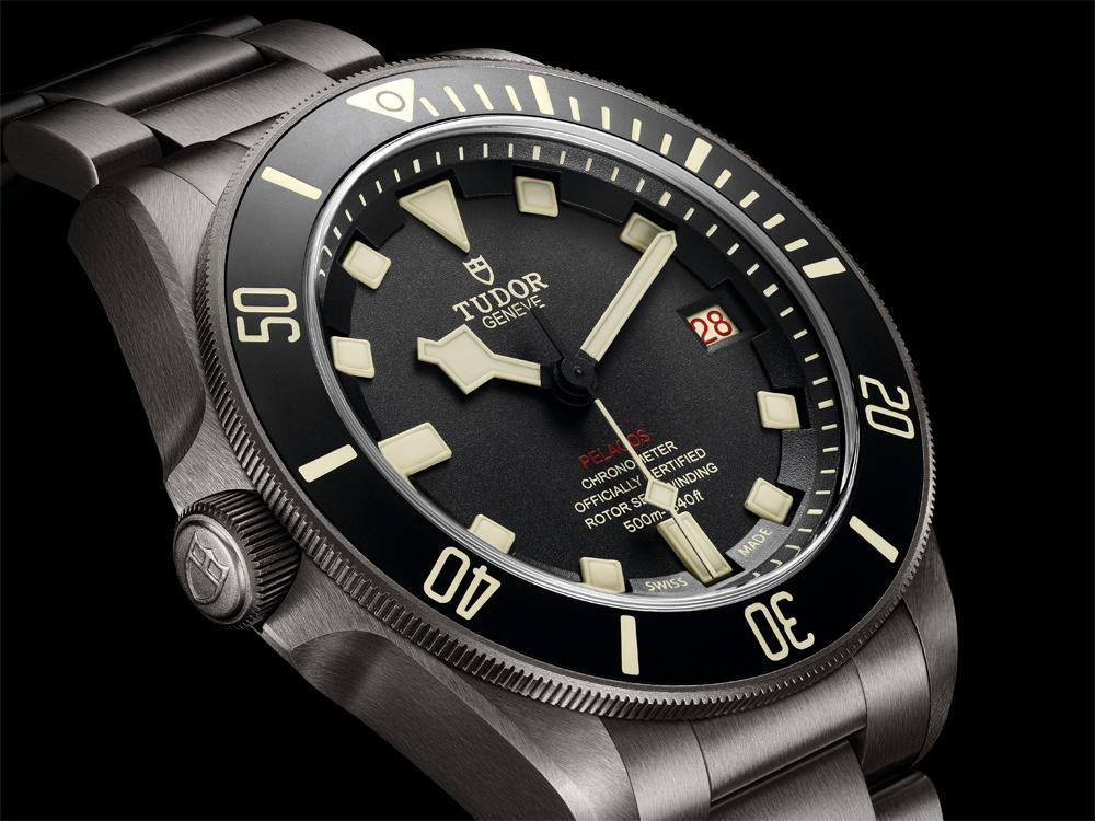 左撇子看這邊!帝舵推出Pelagos LHD腕錶,左置錶冠很搶眼之外,俗稱「輪盤」的雙色交替顯示數字也很有特色。