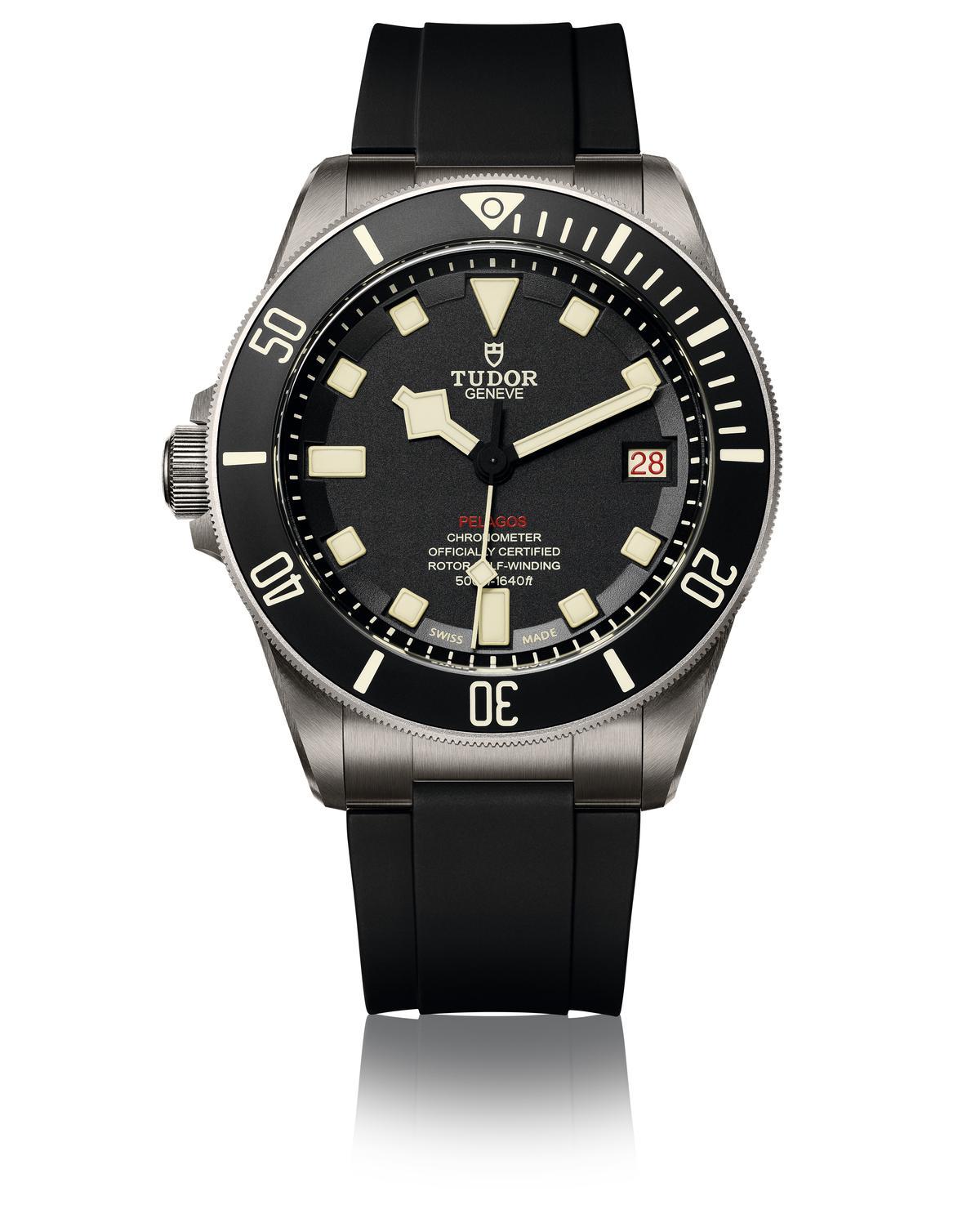 獨特的設計概念,對於這個品牌來說,是近年來唯一的左手錶設計。