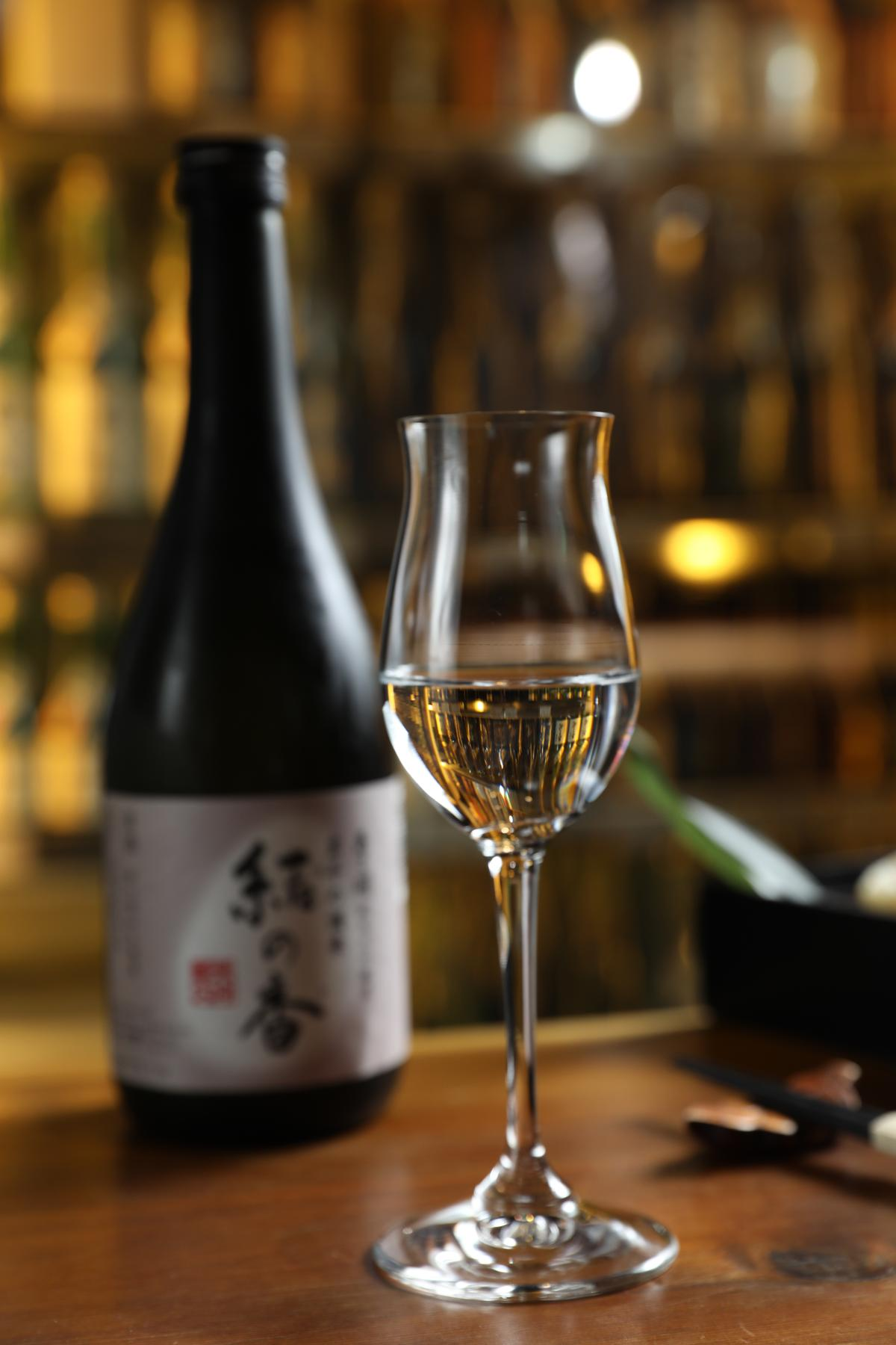 酒體圓潤的「結之香純米大吟釀」適合搭配「極上小鉢六品」。(4,880元/瓶)