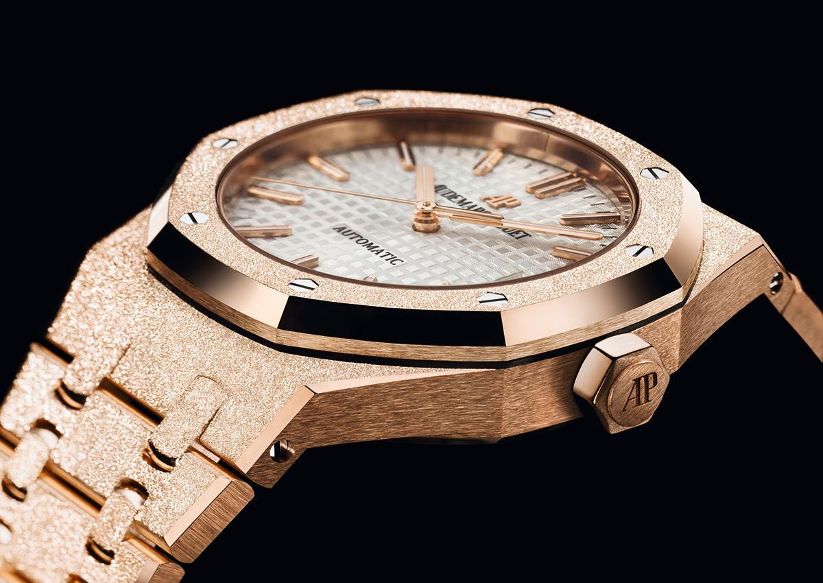 明年是皇家橡樹女錶誕生40周年,為此愛彼推出 「霜金」錶款。