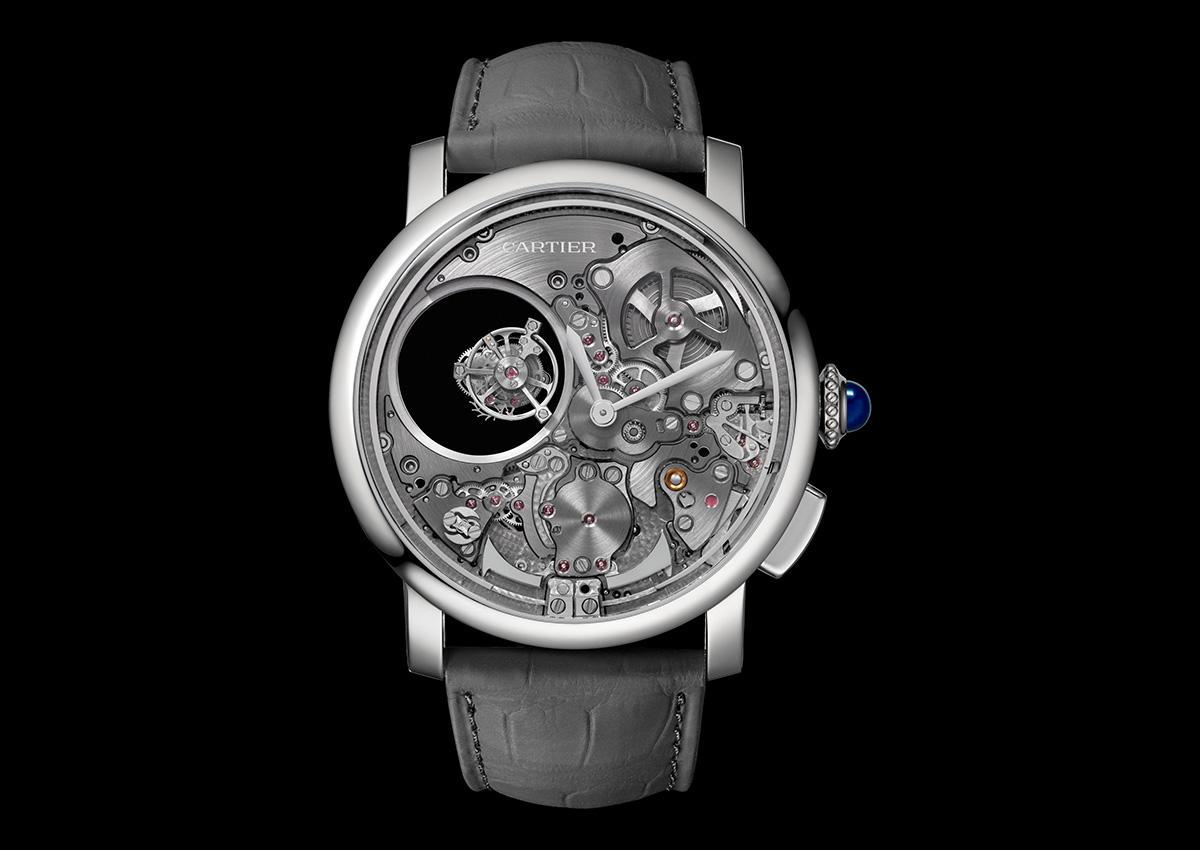 卡地亞打造三問雙重神秘陀飛輪腕錶,招牌的雙重神秘陀飛輪加上三問報時,複雜程度更上一層。