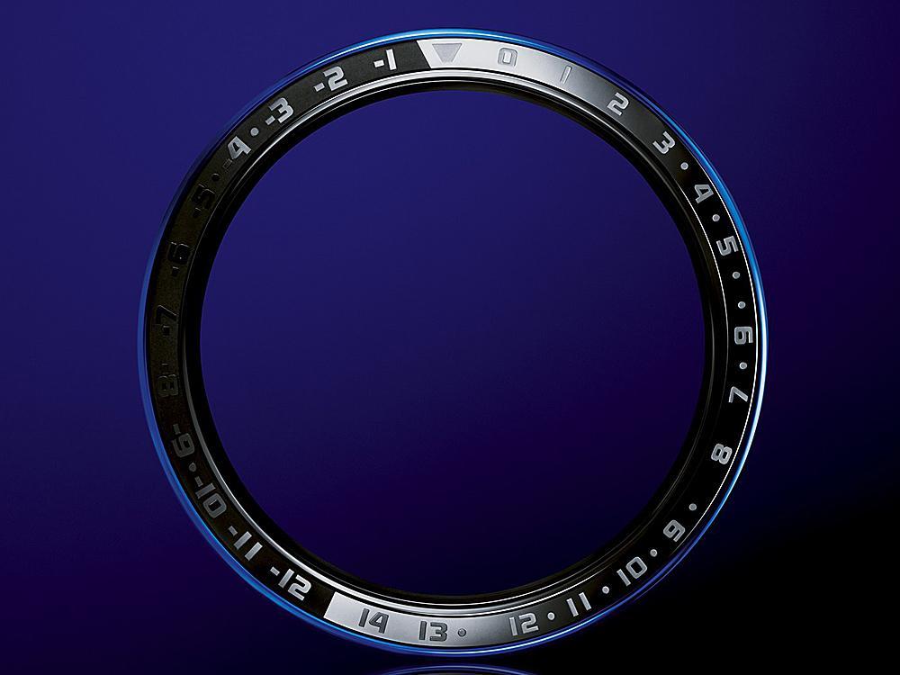全新陶瓷錶圈以日本「紋紗塗」為設計理念,也就是亮面與霧面處理的交錯使用,令精緻呈現的陶瓷錶圈愈加值得細細品味。