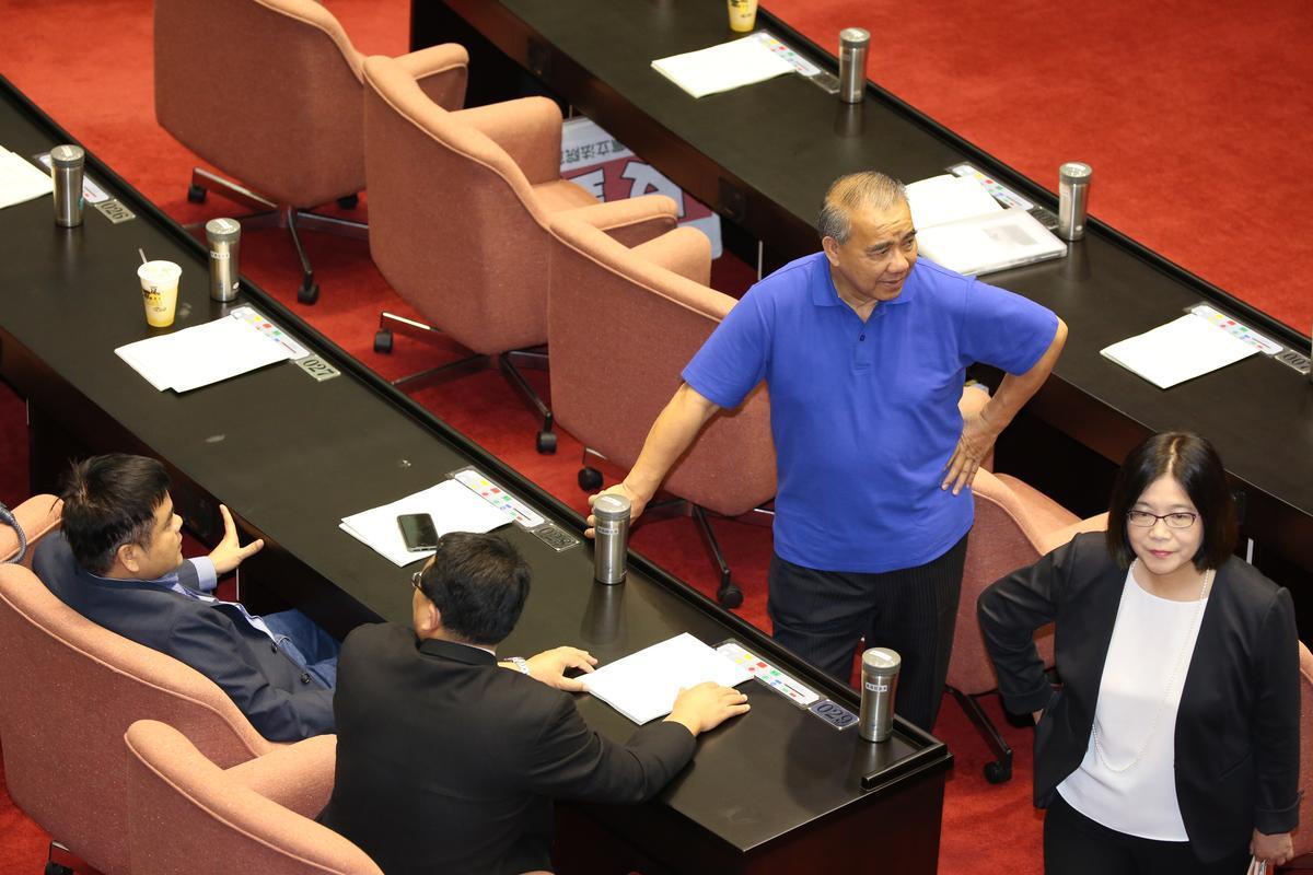 國民立院黨團總召廖國棟(右2)表示,下週一除提案的立委許毓仁外,其他黨籍立委都不會出席會議。