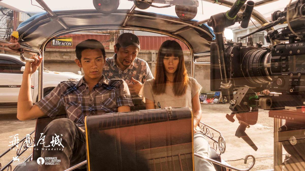 《再見瓦城》由柯震東(左)與吳可熙(右)主演,是趙德胤(中)執導預算最高的電影。