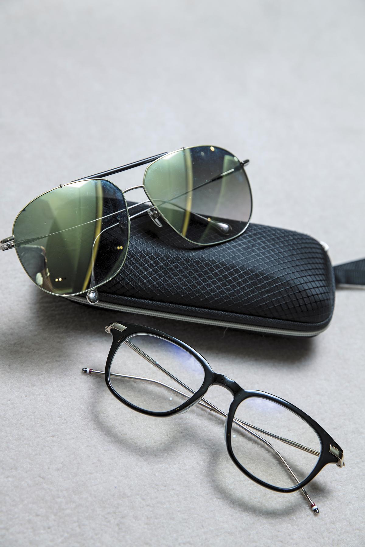 THOM  BROWNE墨鏡(上),約NT$18,000。日本手工Frency & Mercuey眼鏡(下)約,NT$16,000。