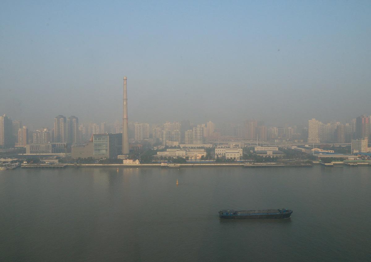 上海當天氣溫皆在10度以下,空氣乾燥並不覺得很冷,不過那迷濛的氛圍.....(戴上口罩)