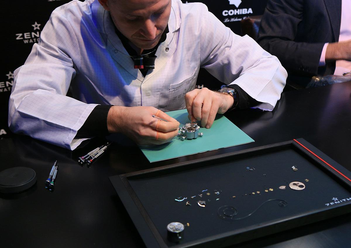 現場有一區請到製錶師來組裝El Primero機芯。