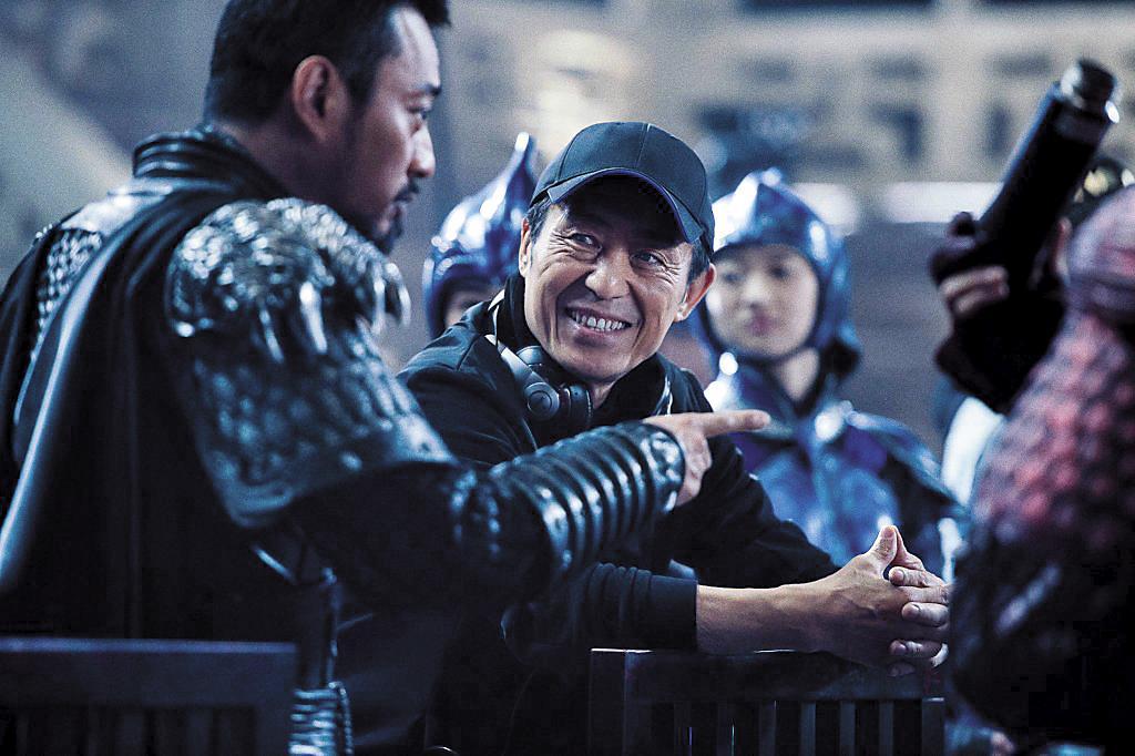 導演張藝謀向來重視劇本,這回執導英語片,更常在片場和演員討論細節。