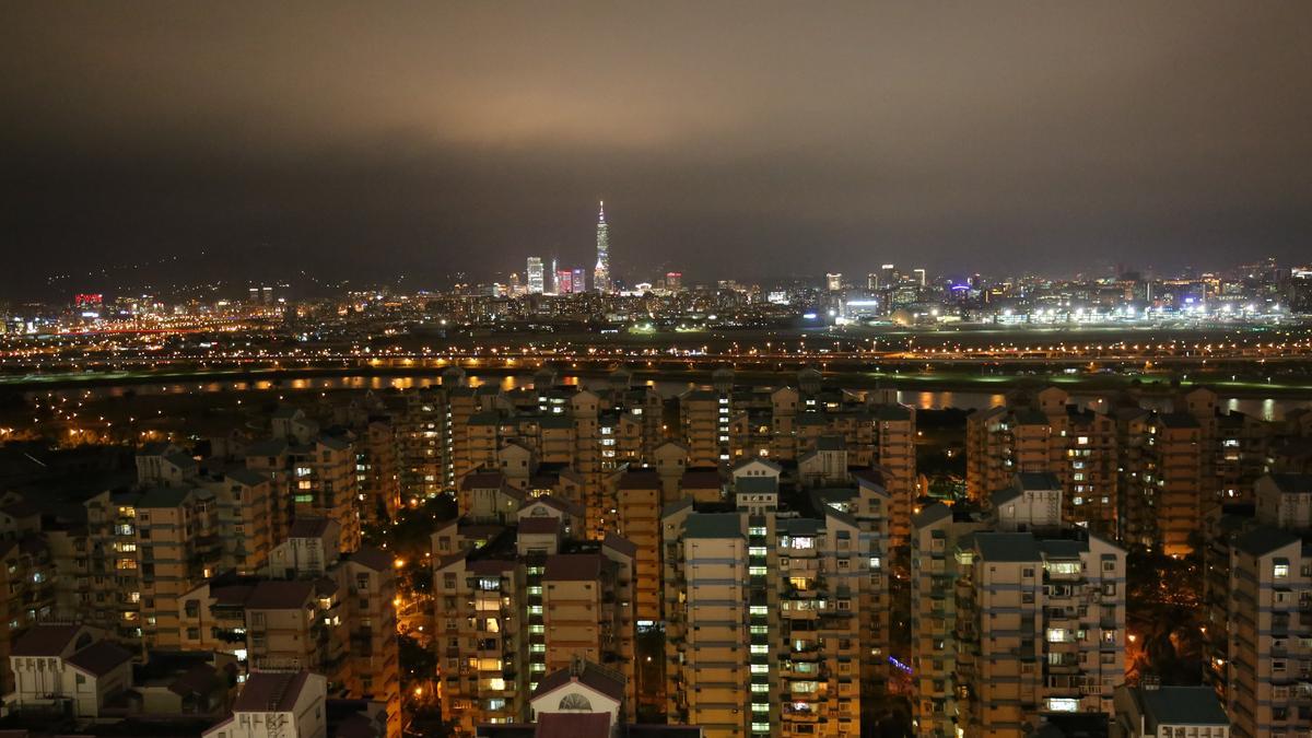 270度滿滿的觀景大平台,台北外灘夜景一望無盡。