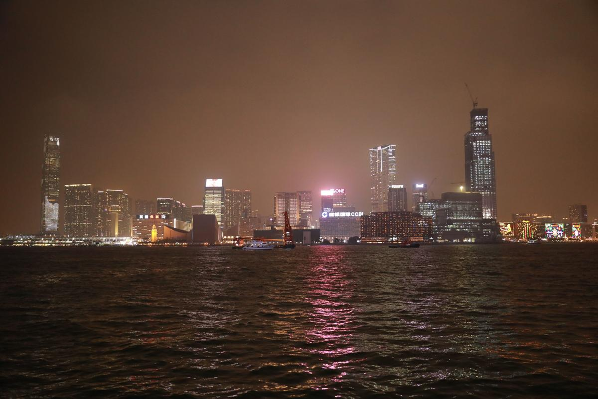 香港維多利亞港的「幻彩詠香江」燈光秀世界聞名。