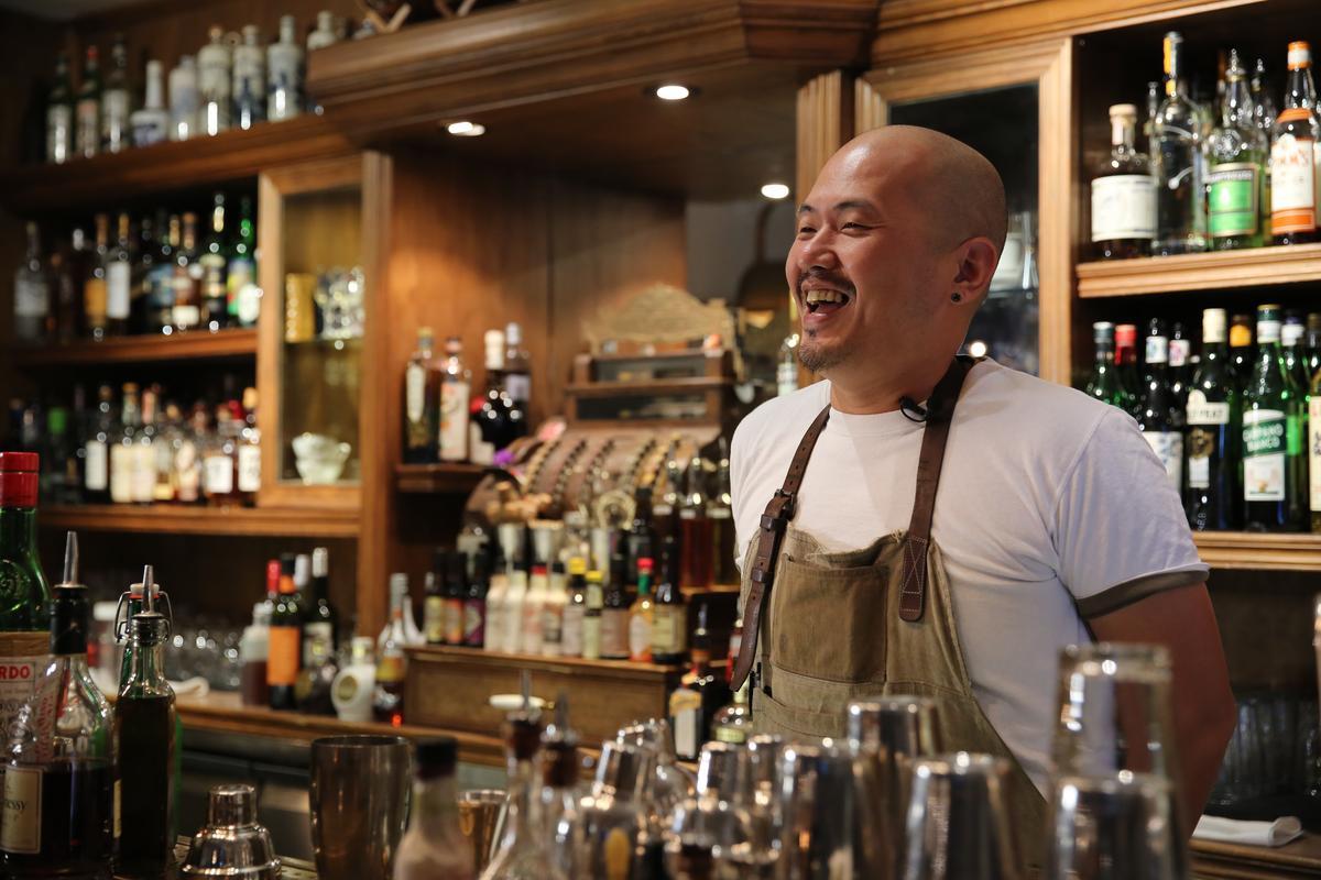 「窩台北」店主小T當天拎了一鍋焢肉來拍,我們擔心如果量不夠,拍出來少了氣勢,他說:「別怕,分量一定夠,因為我要帶來當員工餐。」