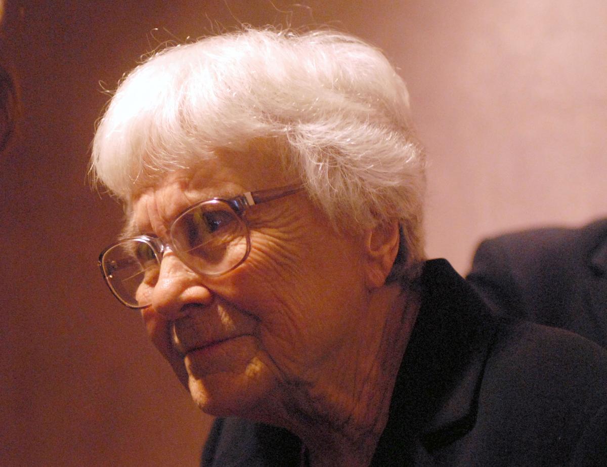 以《梅崗城故事》躍居美國經典作家的哈珀李,在相隔55年後在2015年推出第二部小說《設立守望者》。(取自東方IC)