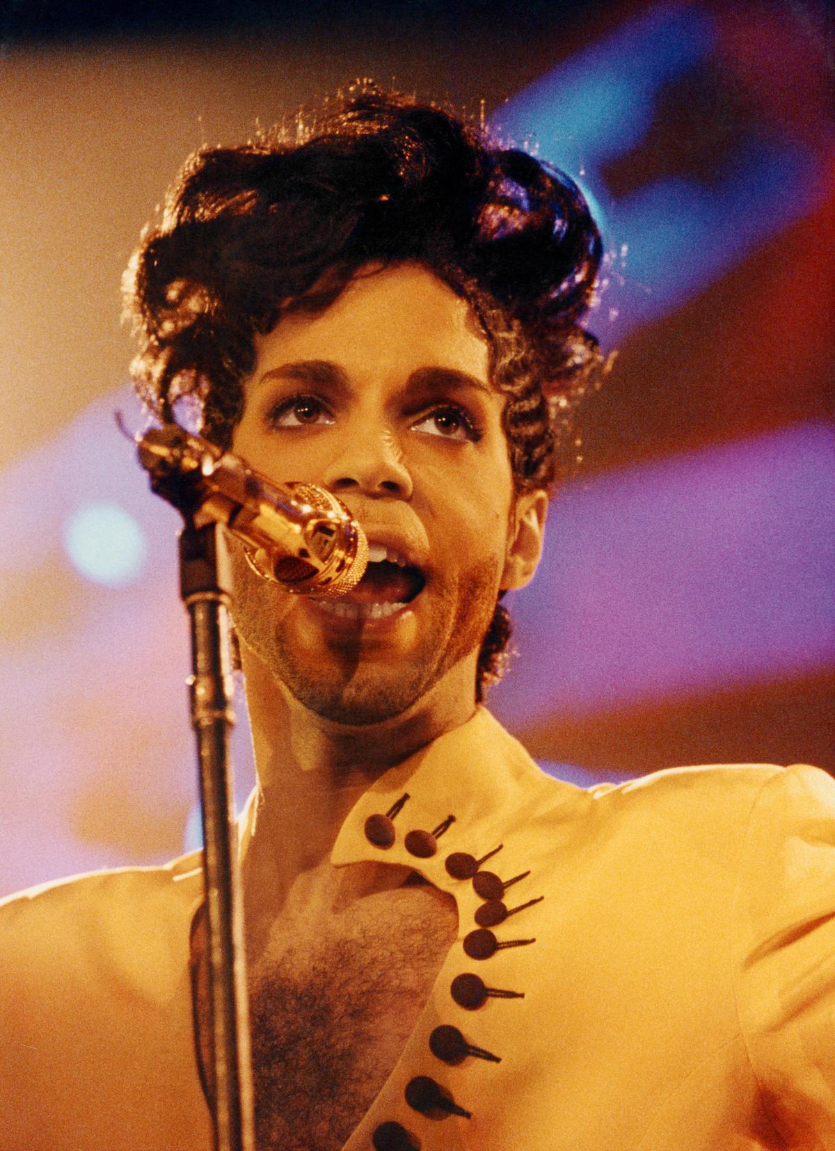 「王子」1992年6月15日「鑽石與珍珠巡迴演唱」在英國倫敦的演出。(取自東方IC)