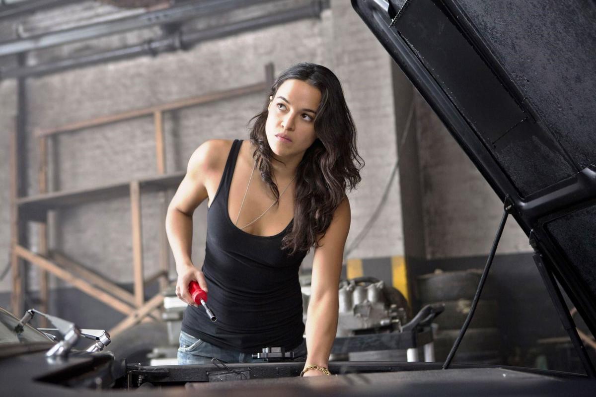 蜜雪兒羅卓奎茲是悍妞一枚,卻在《玩命關頭4》慘死。