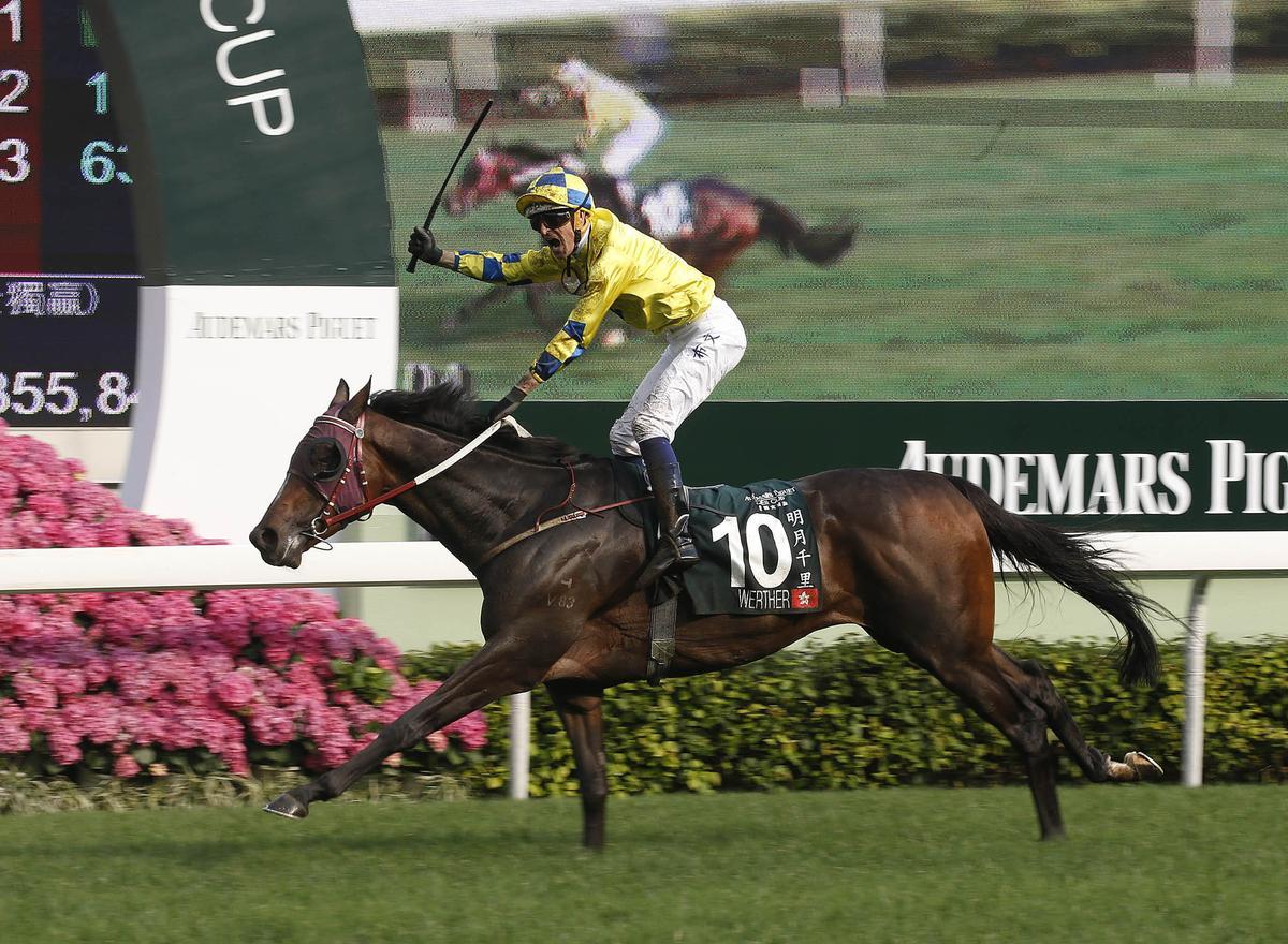 愛彼自1999年起冠名贊助香港「愛彼錶女皇盃」2,000米草地馬賽,總獎金高達港幣2,000萬元。