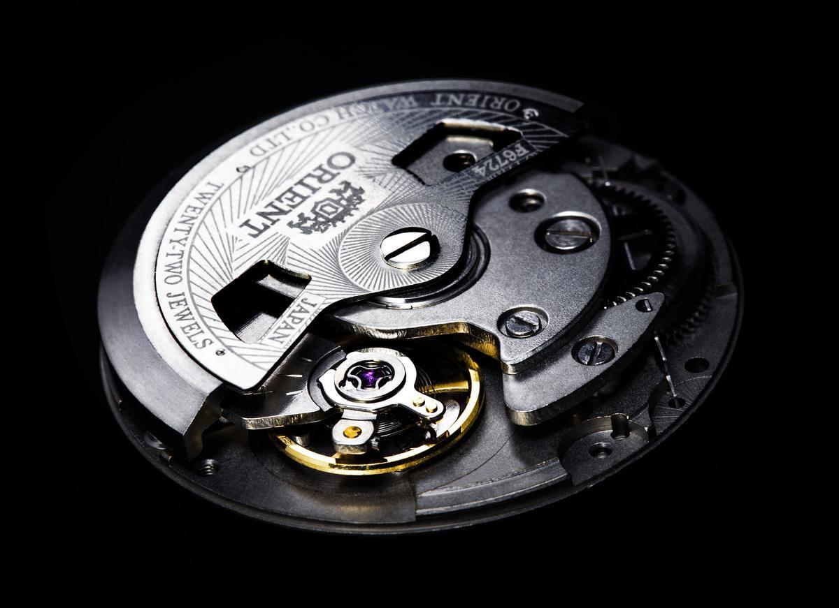 自製的46II自動上練機芯,停秒和手上鍊功能是其賣點,尤其是停秒功能,很多幾十萬的瑞士錶都還沒有哩!