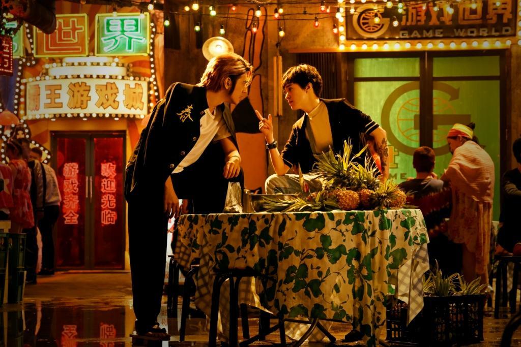 金城武曾在《重慶森林》中吃鳳梨罐頭吃到飽,《擺渡人》也出現一堆鳳梨。