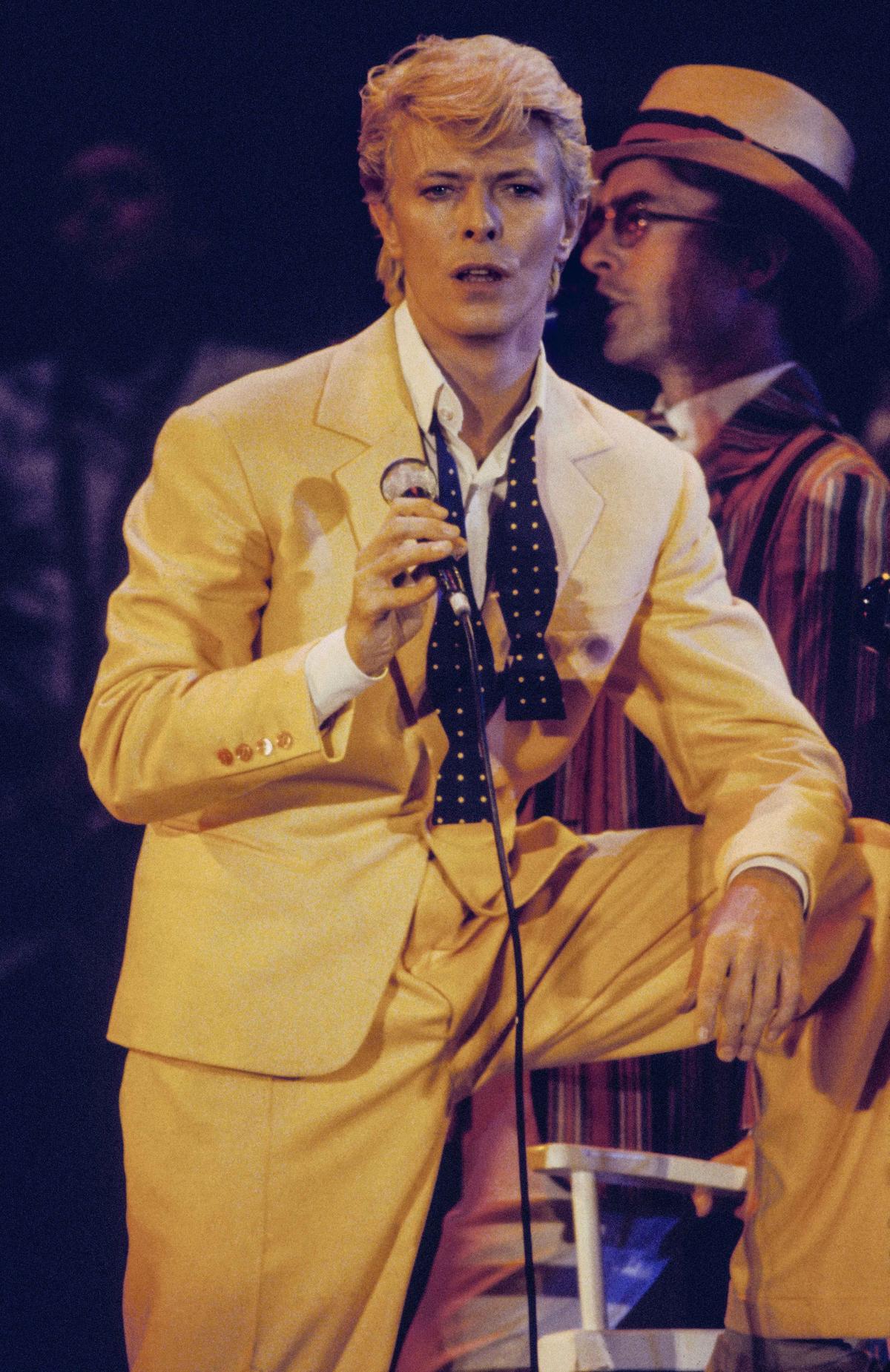 80年代英國歌手大衛鮑伊於2016年1月肝癌病逝。