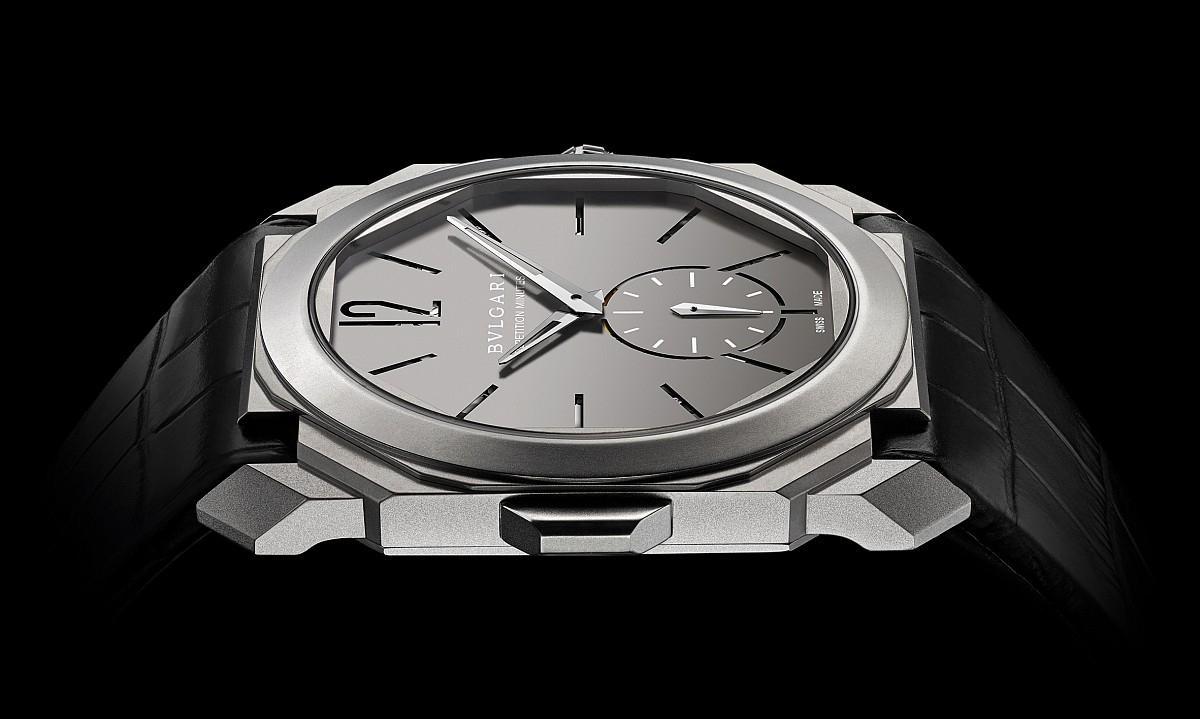 寶格麗近幾年在超薄錶主題上表現非常出色,這款最薄手上鍊三問錶的全錶厚度只有6.85mm。