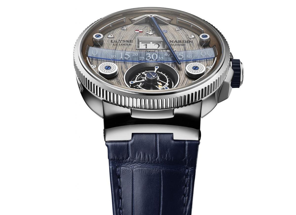 雅典的大航海旗艦陀飛輪腕錶用了很酷的方式來呈現逆跳分針,透過很細的奈米線來拉動指針,加上如同甲板紋路的面盤,根本就是一艘船來著。