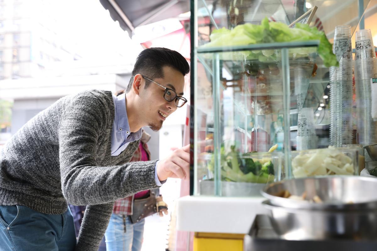 鹹水雞店很多,Tony只愛台北東區「欲罷不能鹹水雞麻辣雞」,有剛入行的回憶,會特別跑來買解饞。