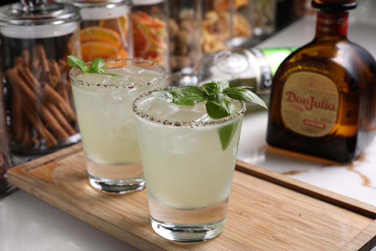 調酒「Spice And Sea」基酒為龍舌蘭,加入有著茴香的法國香料利口酒和薑汁啤酒,酒感清新宜人。(450元/杯)
