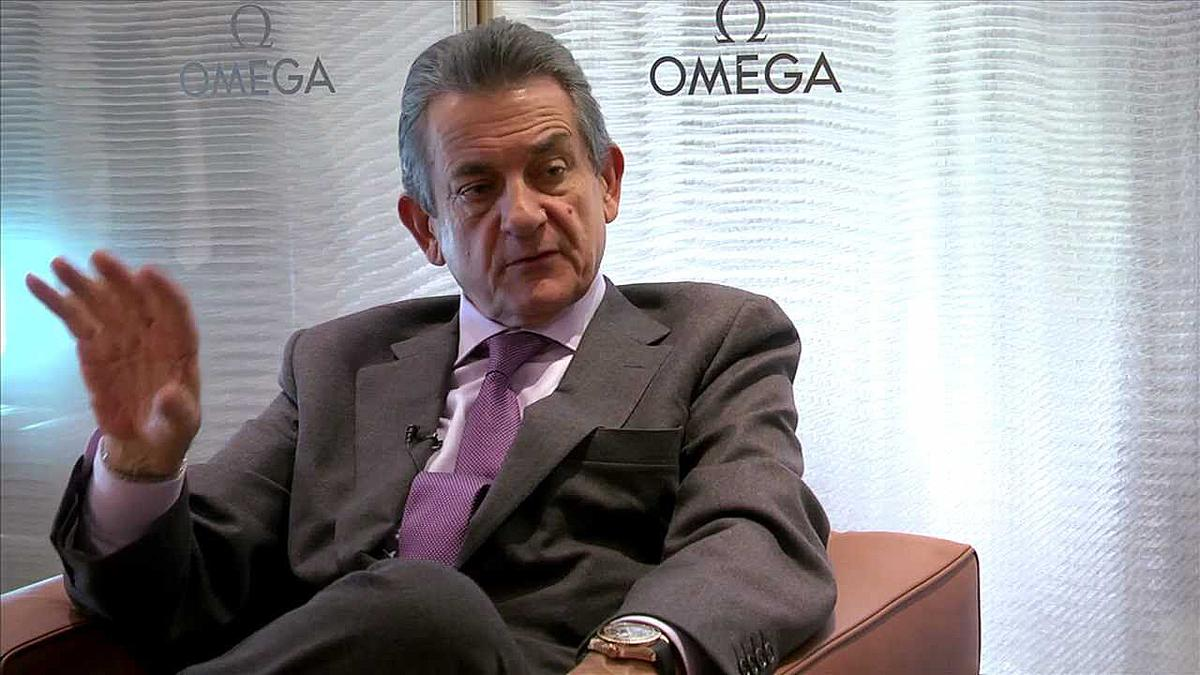 進入鐘錶產業長達49年,並擔任OMEGA總裁已有17年的Stephen Urquhart在一片驚嘆聲中,突然在Basel錶展結束後不久的四月份宣布辭去總裁職務並退休。